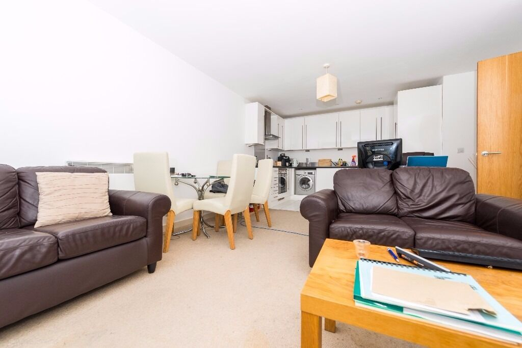 - A large two double bedroom, two bathroom furnished apartment next to Caning Town E16 !