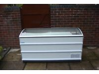 Chest Freezer Glass Top comes with 3 comes Warrenty