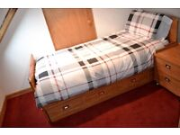 Day Bed - Pull Out Single Bed - Trundle Bed - Underbed - With mattresses - Excellent condition
