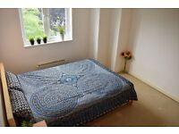 Double room in 2 bedroom flat in Tooting Broadway.
