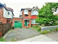 6 bedroom house in Sunny Gardens Road, Hendon, NW4
