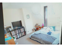 REDUCED !!! STUDIO FLAT WITH SEPARATE KITCHEN AND BATH TUB! CLOSE TO HIGHGATE UNDERGROUND STATION