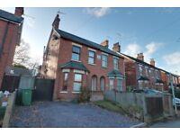 A Fabulous 3 bedroom House - 35 min into London Waterloo - Opp. Farnborough Main