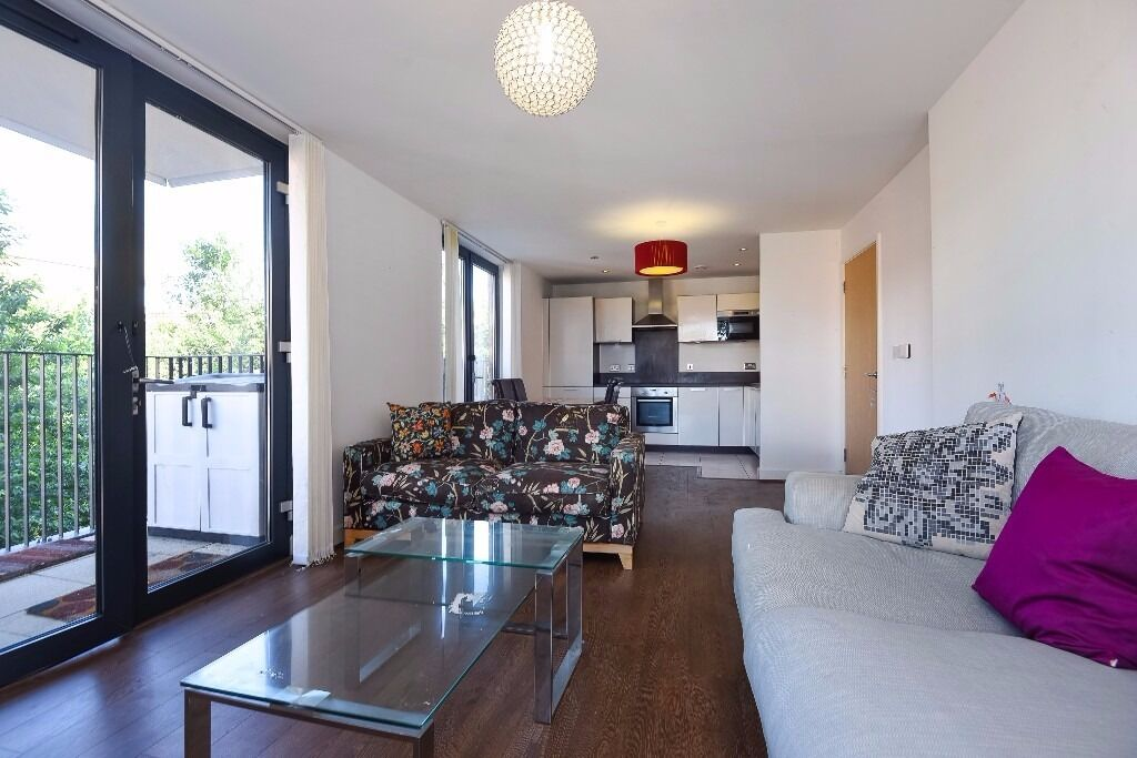 Fairmont House - A spacious and modern two bedroom two bathroom first floor apartment to rent
