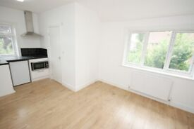 Close to East Acton/White City Stations, modern studio