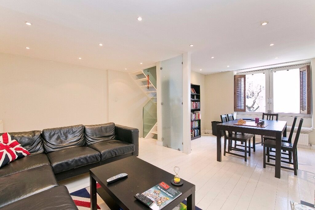BEAUTIFUL 3 BEDROOM, 2 BATHROOM MEWS HOUSE SET IN A GATED DEVELOPMENT IN THE HEART OF PRIMROSE HILL