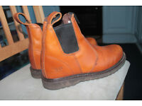 Gents trader boots size 9
