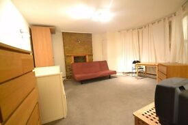 A Newly Renovated studio Apartment with all Mod-Cons Minutes from East Putney station.
