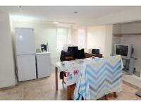SPACIOUS 4 BED FAMILY HOUSE TO RENT IN MEANWOOD ROAD LS6**