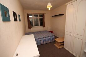 HUGE FURNISHED ROOM CLOSE TO STATION! 3 MIN WALK GREAT LOCATION WILL GO QUICK CALL NOW 07765240454
