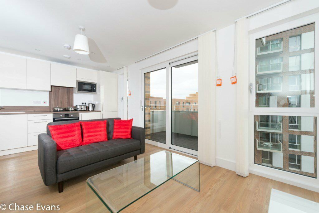 BRIGHT AND SPACIOUS STUDIO STUDIO SUITE APARTMENT IN IVY POINT BOW E3 DLR THE CITY CANARY WHARF
