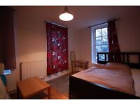 Large doublr room to rent 16/10