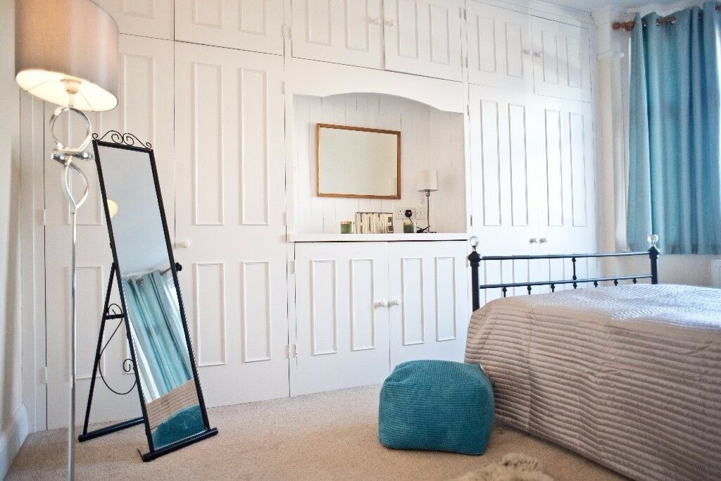 A super HUGE Double Bedroom with Massive BUILT-IN Wardrobes in a friendly Home-like houseshare