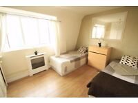 LARGE TWIN ROOM TO RENT IN ARCHWAY MOMENTS AWAY FROM THE TUBE STATION AMAZING LOCATION. 4B