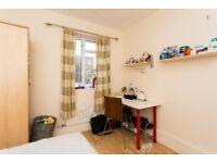 Single room in Kilburn Park available !