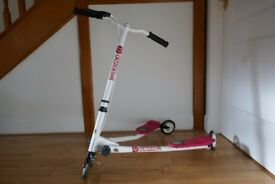Y-Flicker in white/red/black - used but excellent condition, suitable for children aged 7-12 approx.