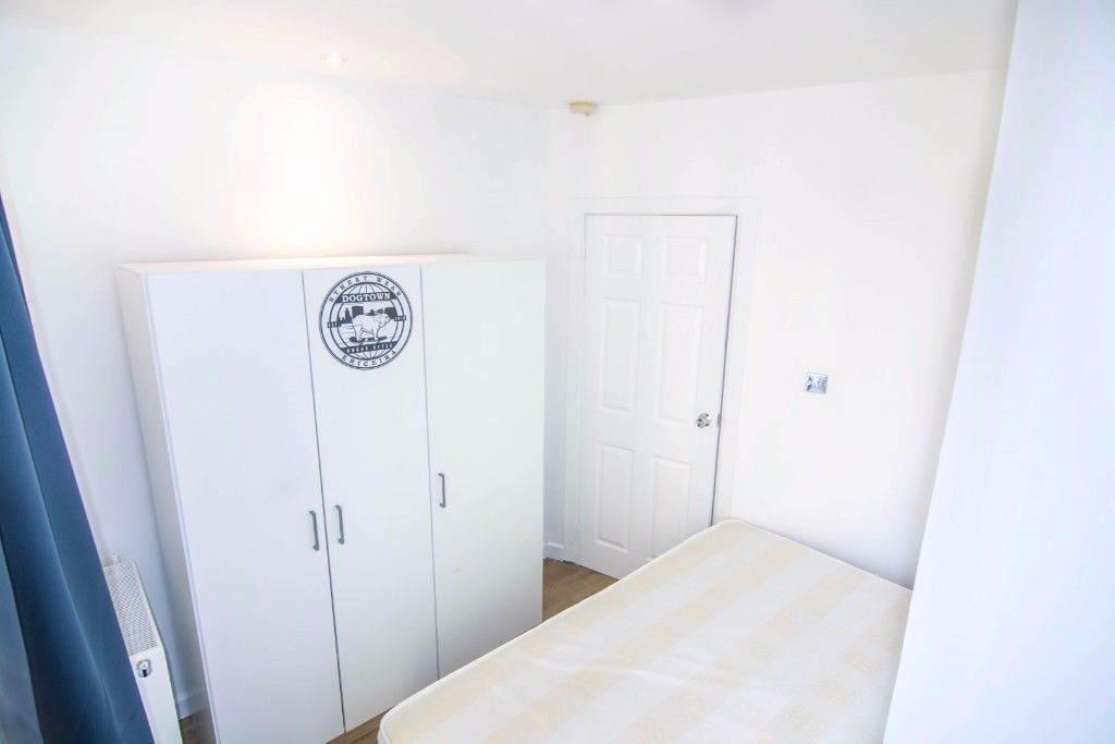 single room/lovely flat and flatmates/available now