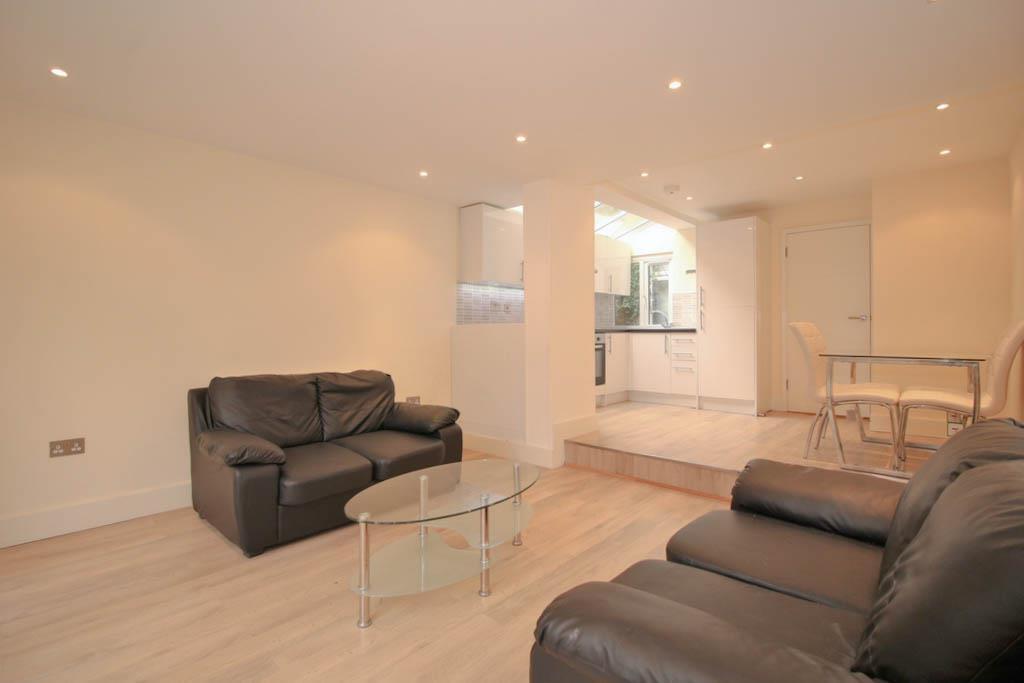 2 bedroom flat in Huddlestone Road, Willesden Green