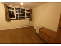 AVAILABLE NOW 5 BED FLAT. Close to PALMERS GREEN N13, BOUNDS GREEN, BOWES PARK , WOOD GREEN N22