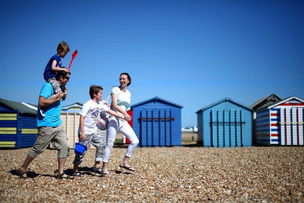 AMAZING STARTER STATIC CARAVAN FOR SALE. 2018 SITE FEES!! HAYLING ISLAND, HAMPSHIRE, SOUTH COAST