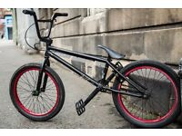I'm selling my Cult CC00 BMX, perfect to skatepark/dirtjump or moving fast in the city.