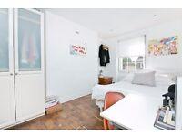 STUNNING 4 DOUBLE BEDROOM FLAT WITH EAT IN KITCHEN! SPLIT OVER 3 FLOORS IN THE HEART OF CAMDEN!