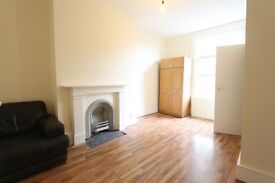 3 bedroom flat in Pembury Road, Tottenham, N17