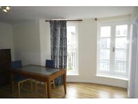 * 4x ROOMS- ENSUITE - LIVING ROOM - BALCONY - ISLAND GARDENS *