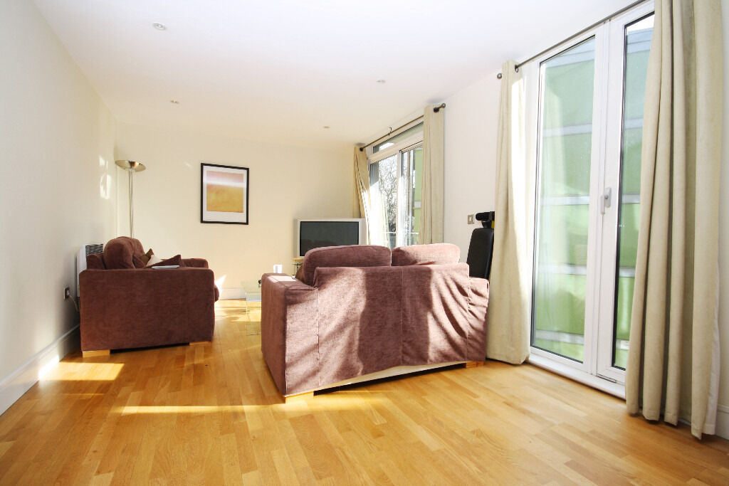 spacious two bedroom apartment in the stunning development of Park Heights Court near the Limehouse