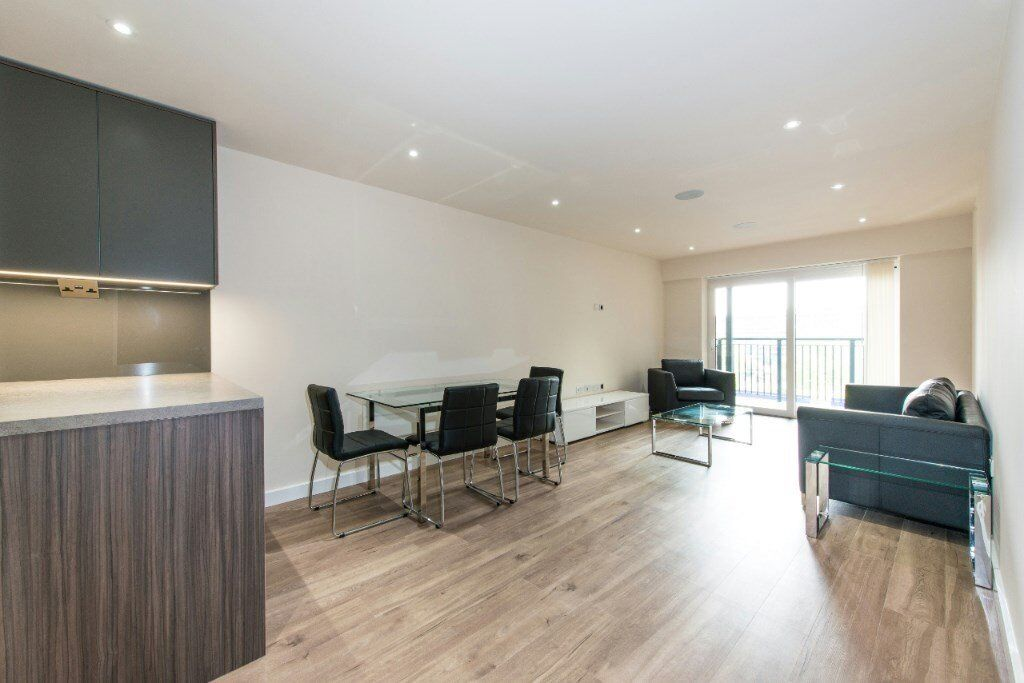 BRAND NEW 2 BED 2 BATH APARTMENT IN COLINDALE! SPACIOUS DESIGNER FURNISHED SPA GYM CONCIERGE INCLUDE