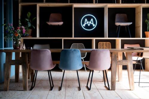 Mowkan design horeca stoelen uit voorraad leverbaar for Horeca stoelen