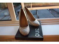 QUIZ shoes silver sparkling - size 6
