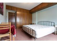 VERY BIG,CLEAN AND BRIGHT ROOM TO RENT WITH DOUBLE BED
