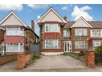 SW17 0AW - BURNTWOOD LANE - A STUNNING 4 BED HOUSE WITH PRIVATE DRIVEWAY FOR 2 CARS