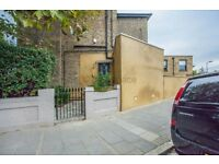 2 bedroom flat in Evering Road, Clapton, E5