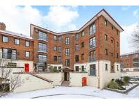 Recently refurbished, well sized 1 bedroom apartment overlooking Greenland dock!