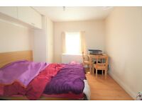 Spacious Room with En-suite to rent in house share in Wood Green, N22 5NA, London