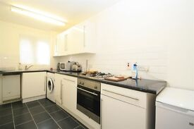 WIMBLEDON/PUTNEY COMMON**SPACIOUS 1 BED**SEP KITCHEN**ELECTRIC HEATING**ALLOCATED PARKING**CALL NOW!