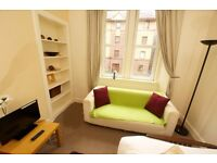Perfect flat in Dalry- lounge/kitchen, utility room, double bedroom, shower room Rent includes WiFi