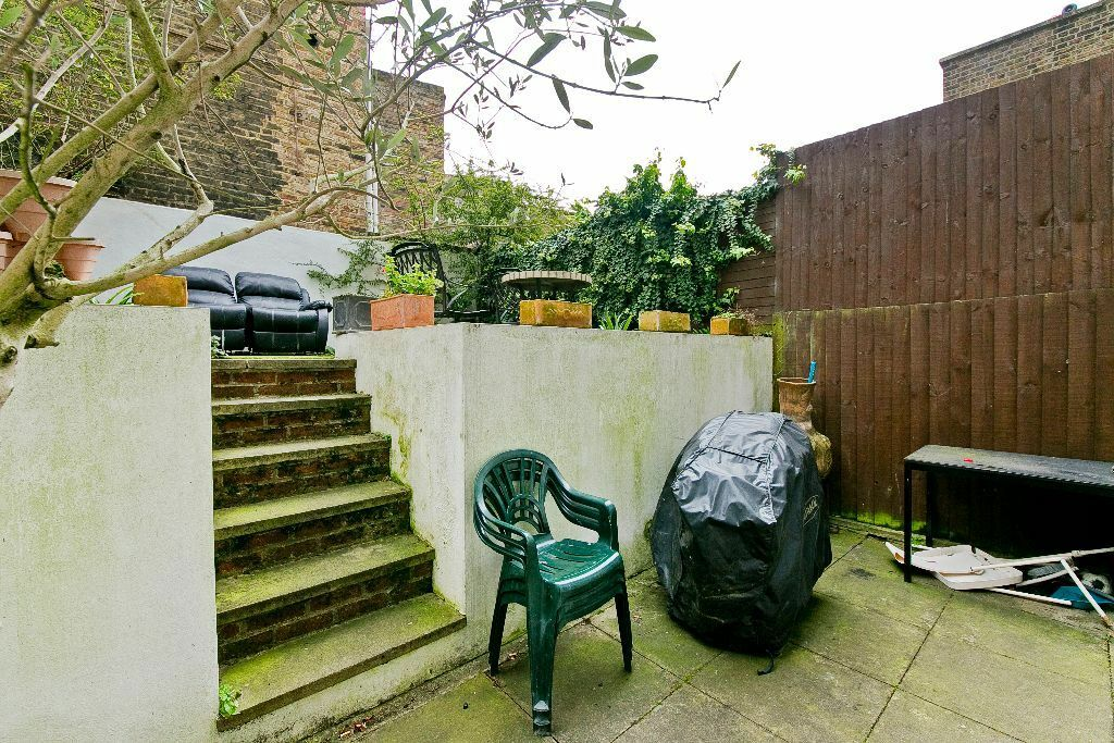 BEAUTIFUL 2 DOUBLE BEDROOM GARDEN FLAT LOCATED ON A SOUGHT AFTER ROAD MOMENTS FROM HAMPSTEAD HEATH