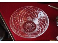 """Moulded glass shallow fruit bowl 9.5"""" diameter at top 3"""" tall Excellent condition"""
