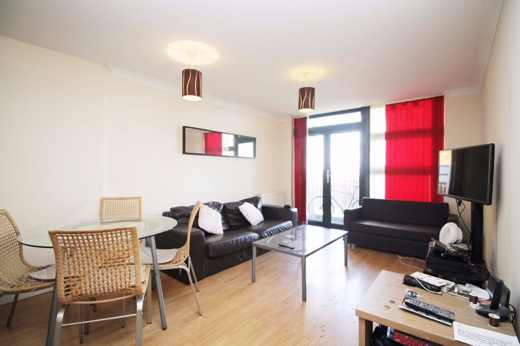 ***Modern 2 Bedroom 2 Bathroom Flat in Bromley-by-Bow E3 with Parking***