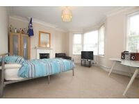 Spacious double room available in friendly houseshare moments from Northfields Underground Station