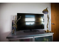Philips 5000 series FULL HD LED TV _ AMBILIGHT // 42 inch
