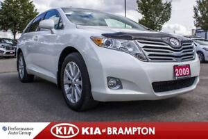 2009 Toyota Venza Base. LOW KM. LEATHER. HTD SEATS. PANOROOF