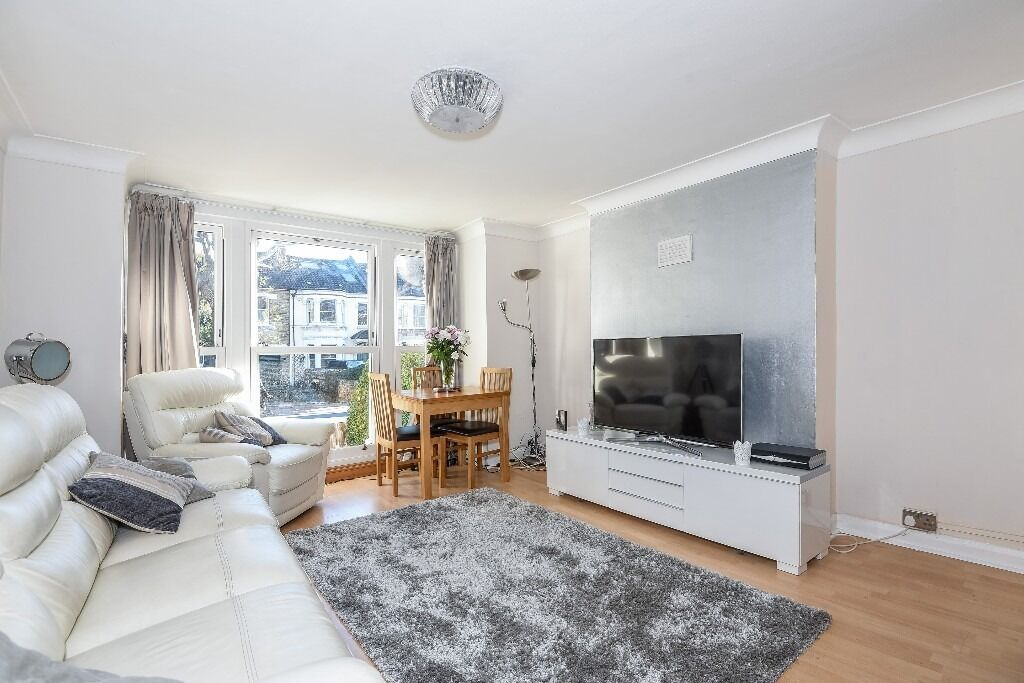 Earlsfield Road, SW18 - Spacious two double bedroom conversion with private terrace - £1,700pcm