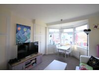3 Bedroom Flat Available Now for Rent in NW2 - Ideal for Sharers - Near Amenities and Station