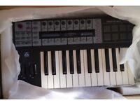 Novation ReMOTE 25 SL COMPACT - 25-Key USB MIDI Controller