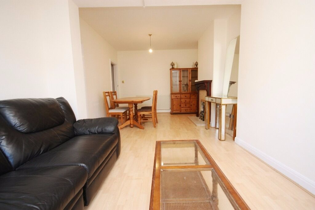 Including gas, elec and water! A newly refurbished, very spacious garden flat, close to zone 2