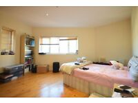 WELL PRESENTED 2 bedroom flat for rent CLOSE TO SYDENHAM STATION. Set in a PRIVATE GATED development